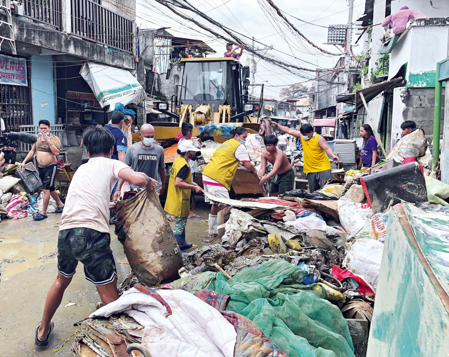Aiding Filipinos Reeling From Multiple Disasters