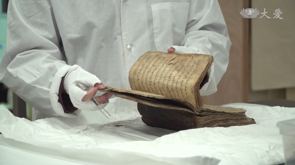 Restoring an Ancient Quran (1)