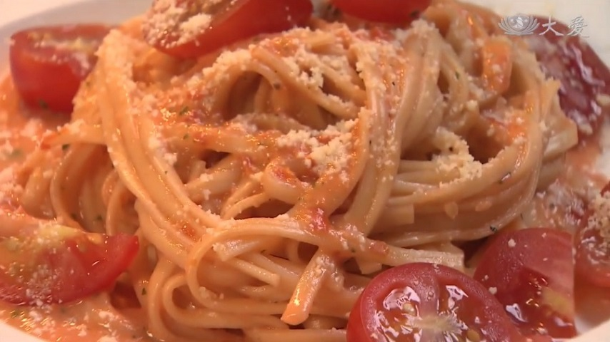 Noodles with Lemon and Tomato Sauce