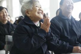 In her eighties, Wang Jinhua has found her calling in life while watching Da Ai TV…