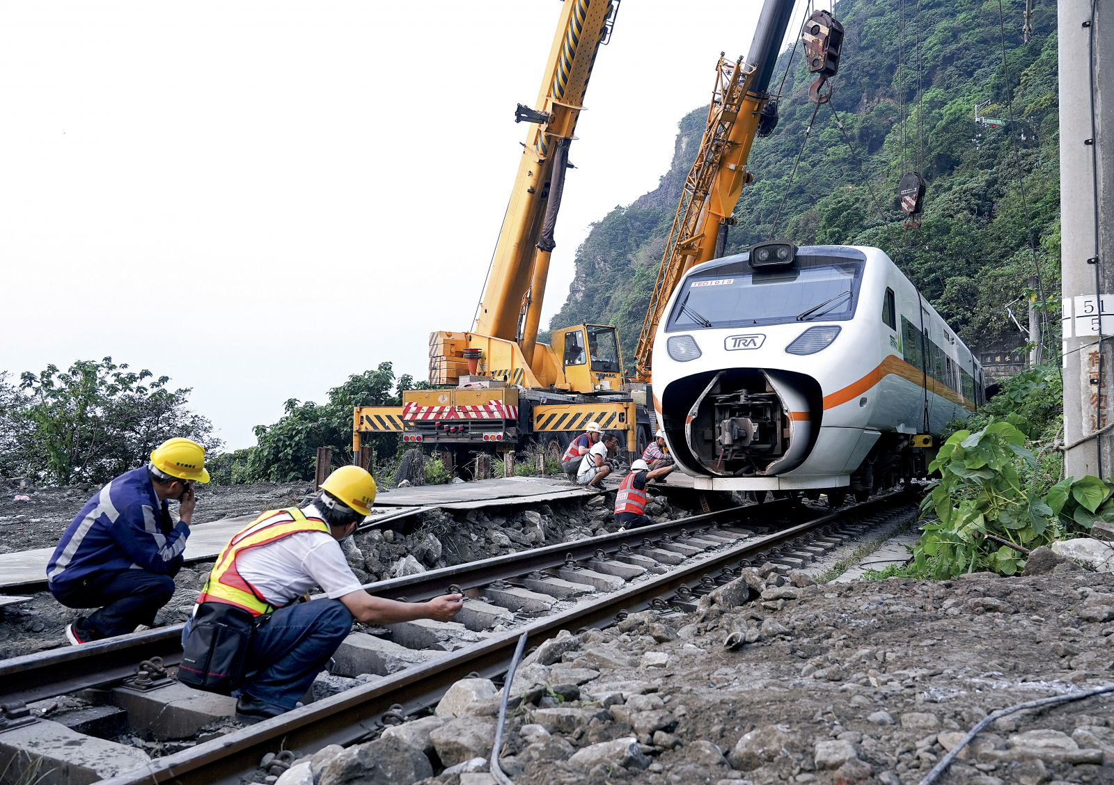 Comfort and Care in Action - Tzu Chi Responds to Taiwan's Train Crash